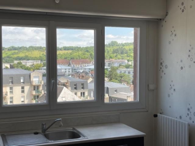 Exclusivité: Appartement 3 PIECES 66 m2 EVREUX CENTRE au 5 eme Etage avec balcon